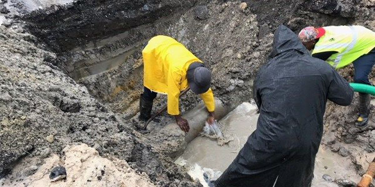 Workers repair Pascagoula's water main after being damaged