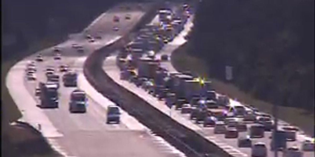 Traffic moving again after multiple wrecks on I-10