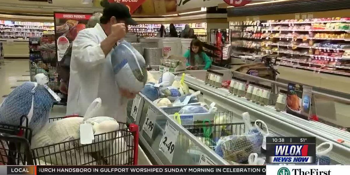 Coast shoppers get ahead of the Thanksgiving grocery rush