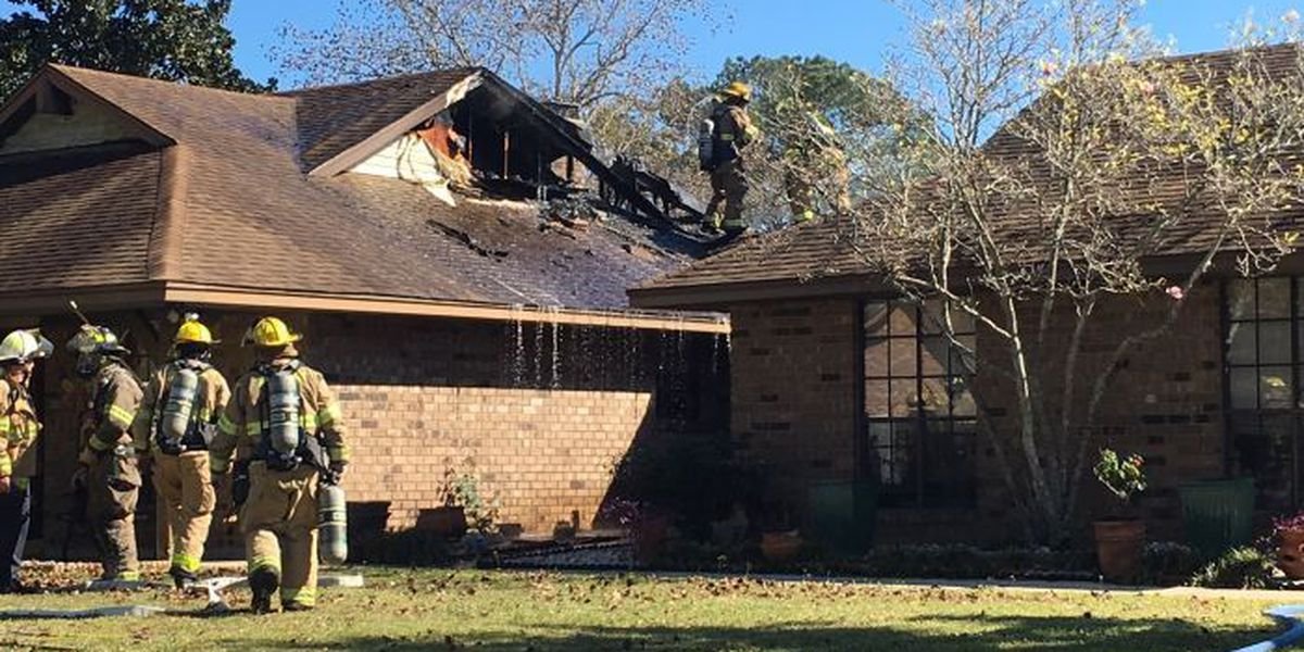Firefighters extinguish house fire in Gulfport