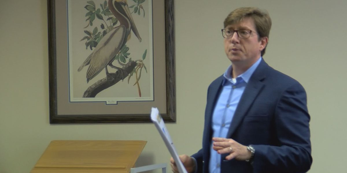 Rep. David Baria speaks to crowd about MS education