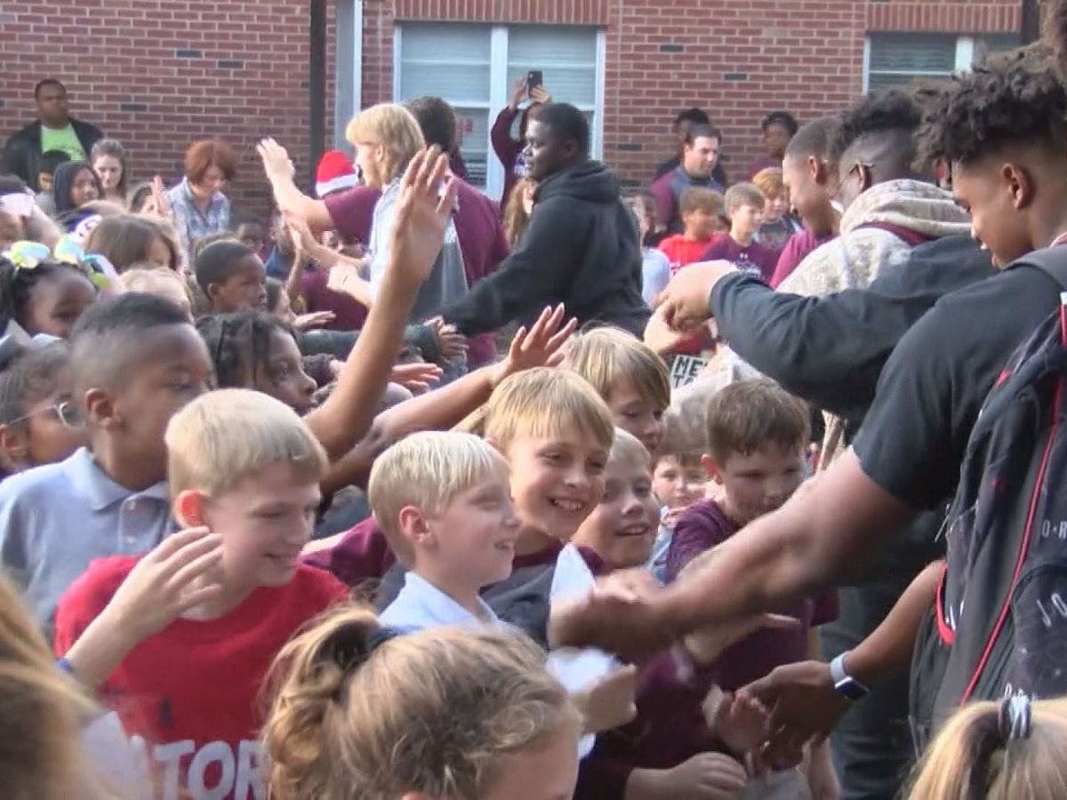 Community comes together to support football team at Picayune Pep Rally