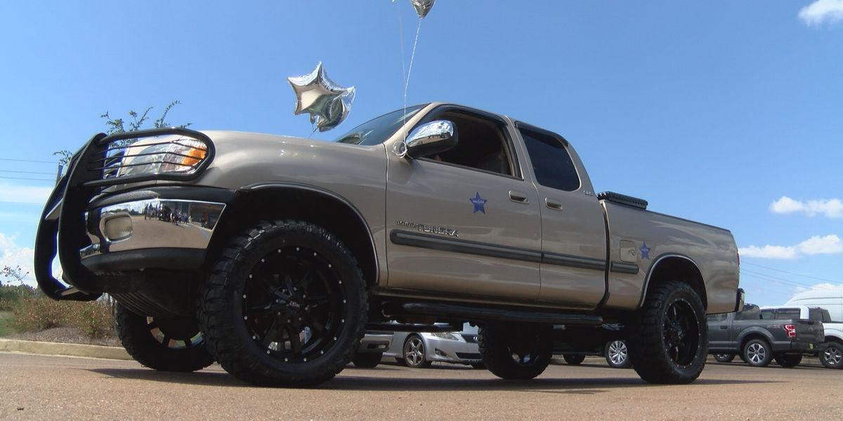 Make-A-Wish Mississippi helps deck out truck for teen cancer survivor from Clinton