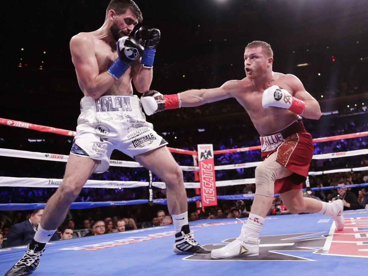 Alvarez stops Fielding in 3rd round for 3rd division title