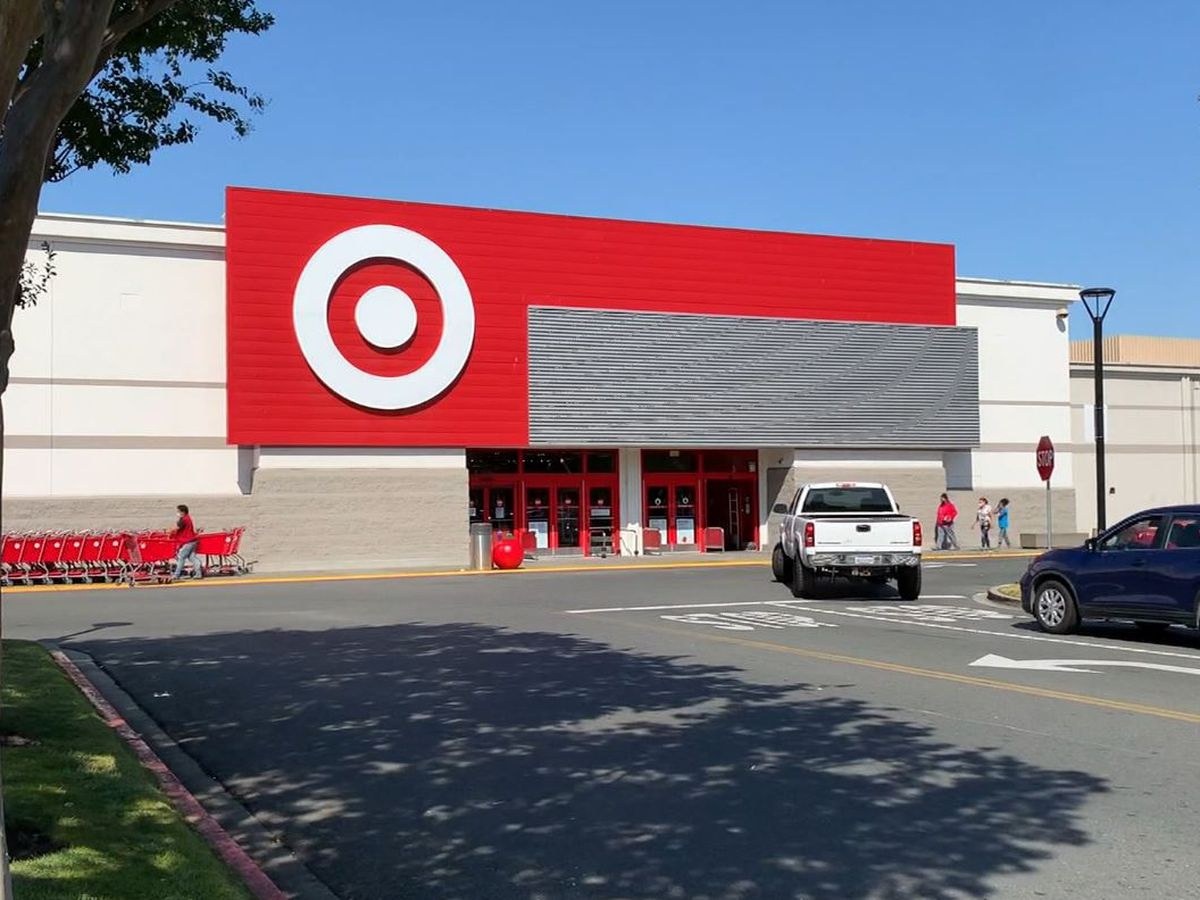 Target to give $500 bonus to hourly workers