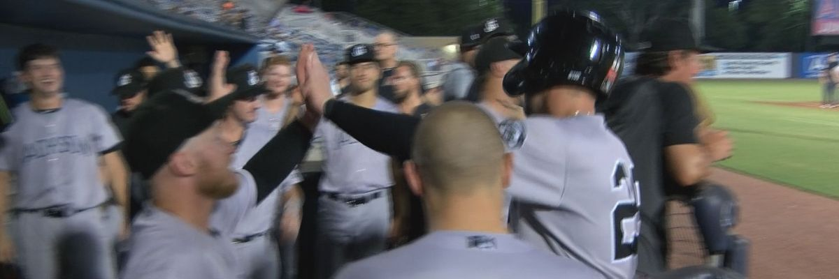 Four-run ninth sinks Shuckers in game two