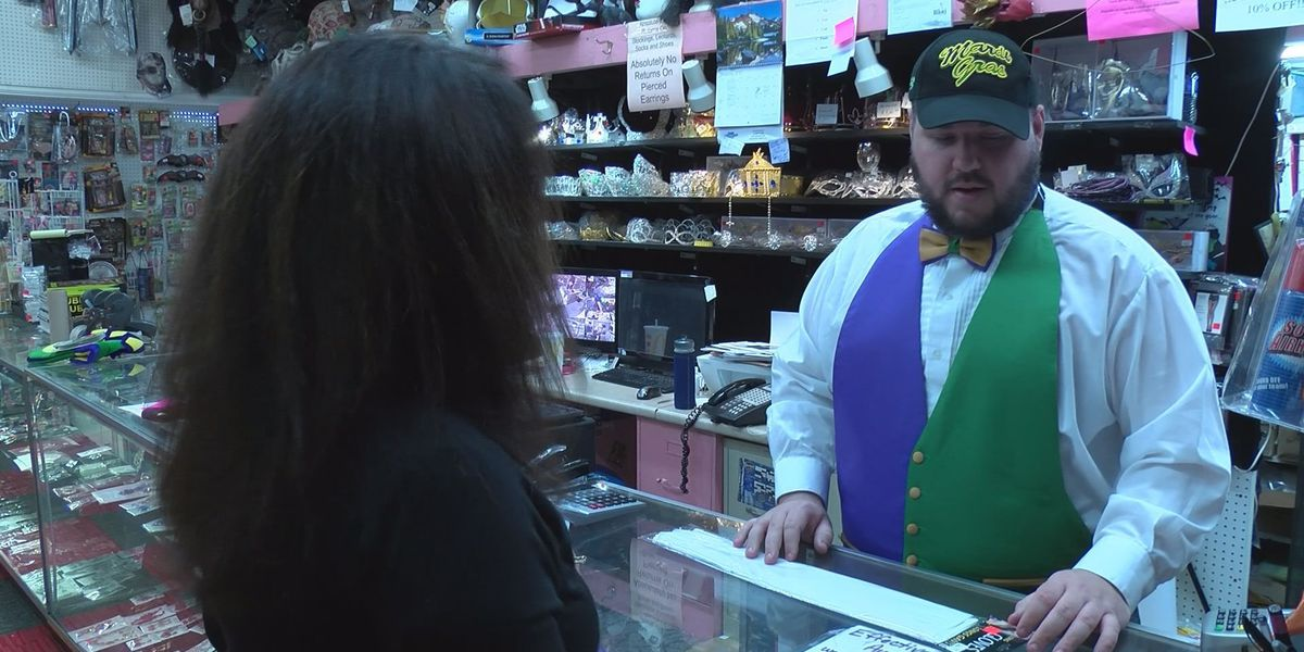 Online shipping delays spark last-minute Mardi Gras shopping