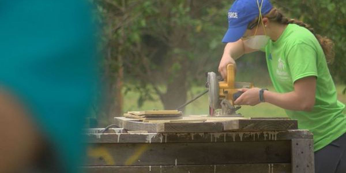 Students spend Spring Break helping coast nonprofit