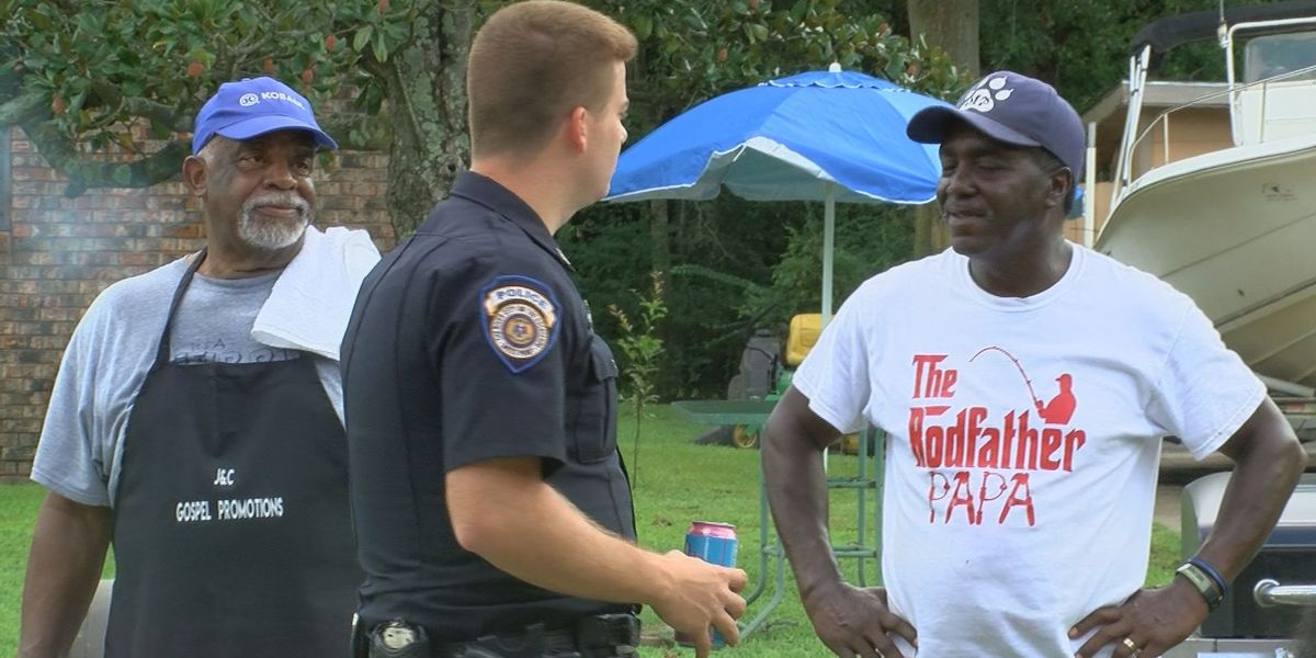 Moss Point residents give back to first responders