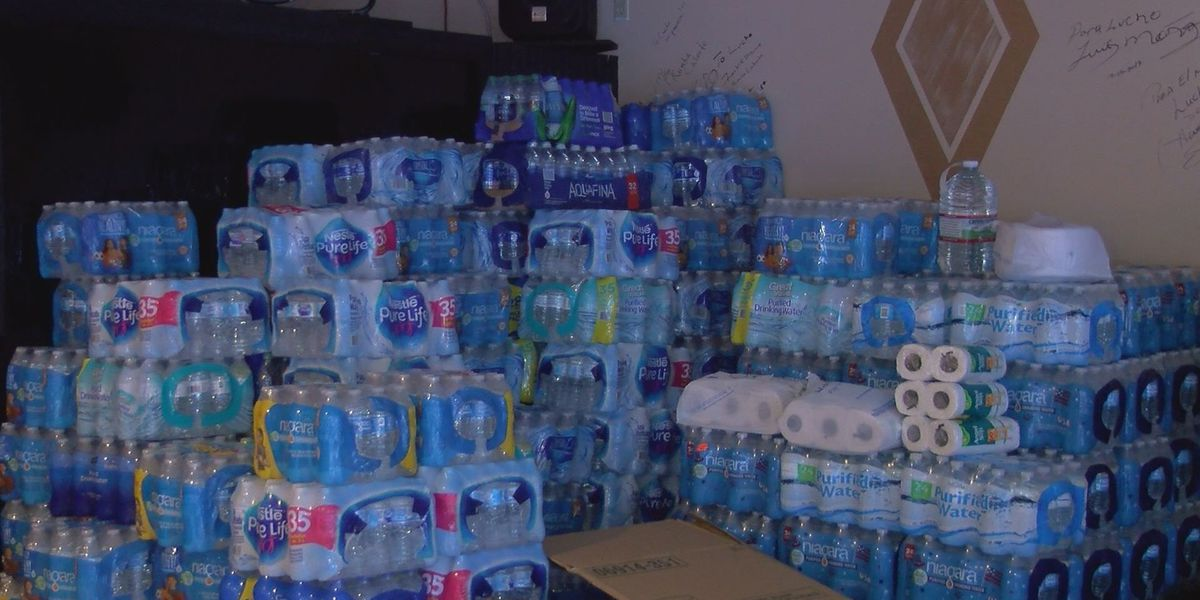 South Mississippians with Puerto Rican roots collecting donations