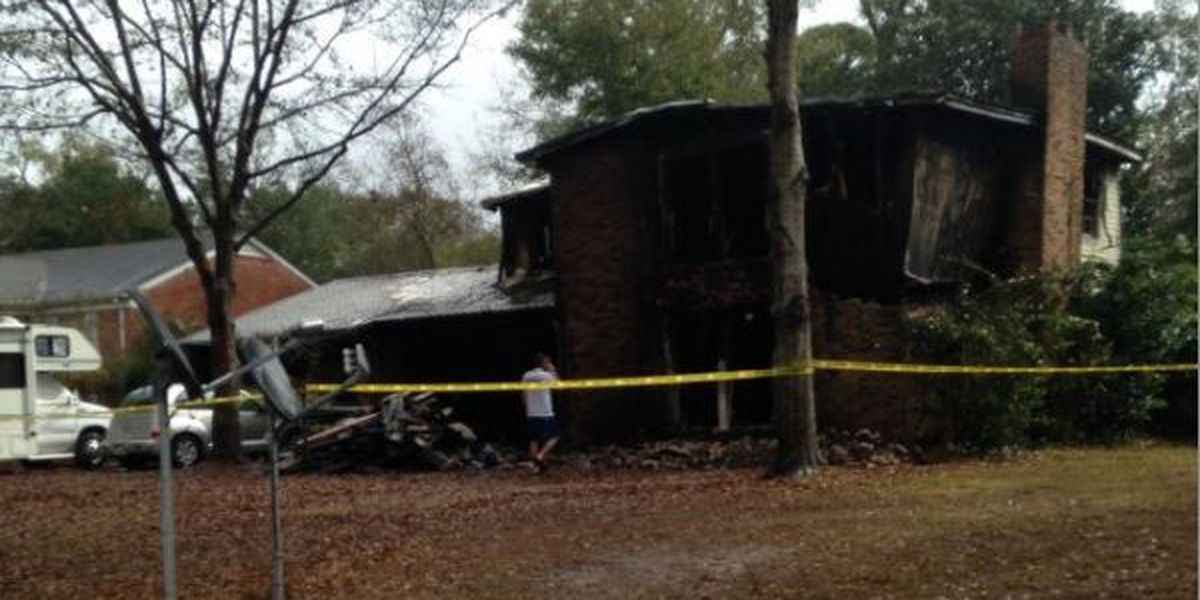 Moss Point man dies in house fire, wife escapes