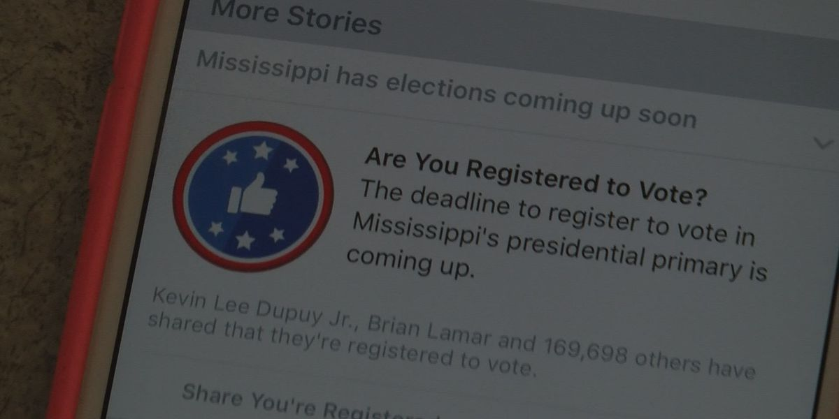 Facebook reminds users to register to vote