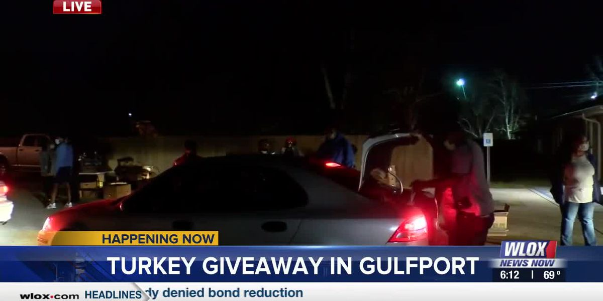 LIVE REPORT: Turkey giveaway draws long lines in Gulfport