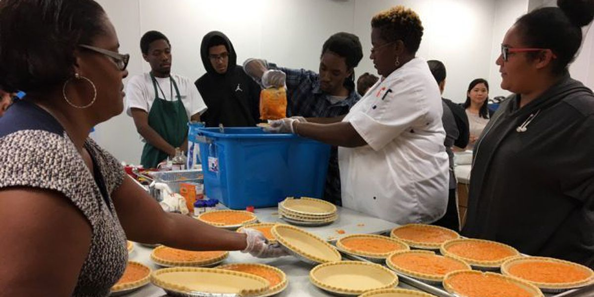 Culinary students prepare free Thanksgiving dinner for Gulfport community