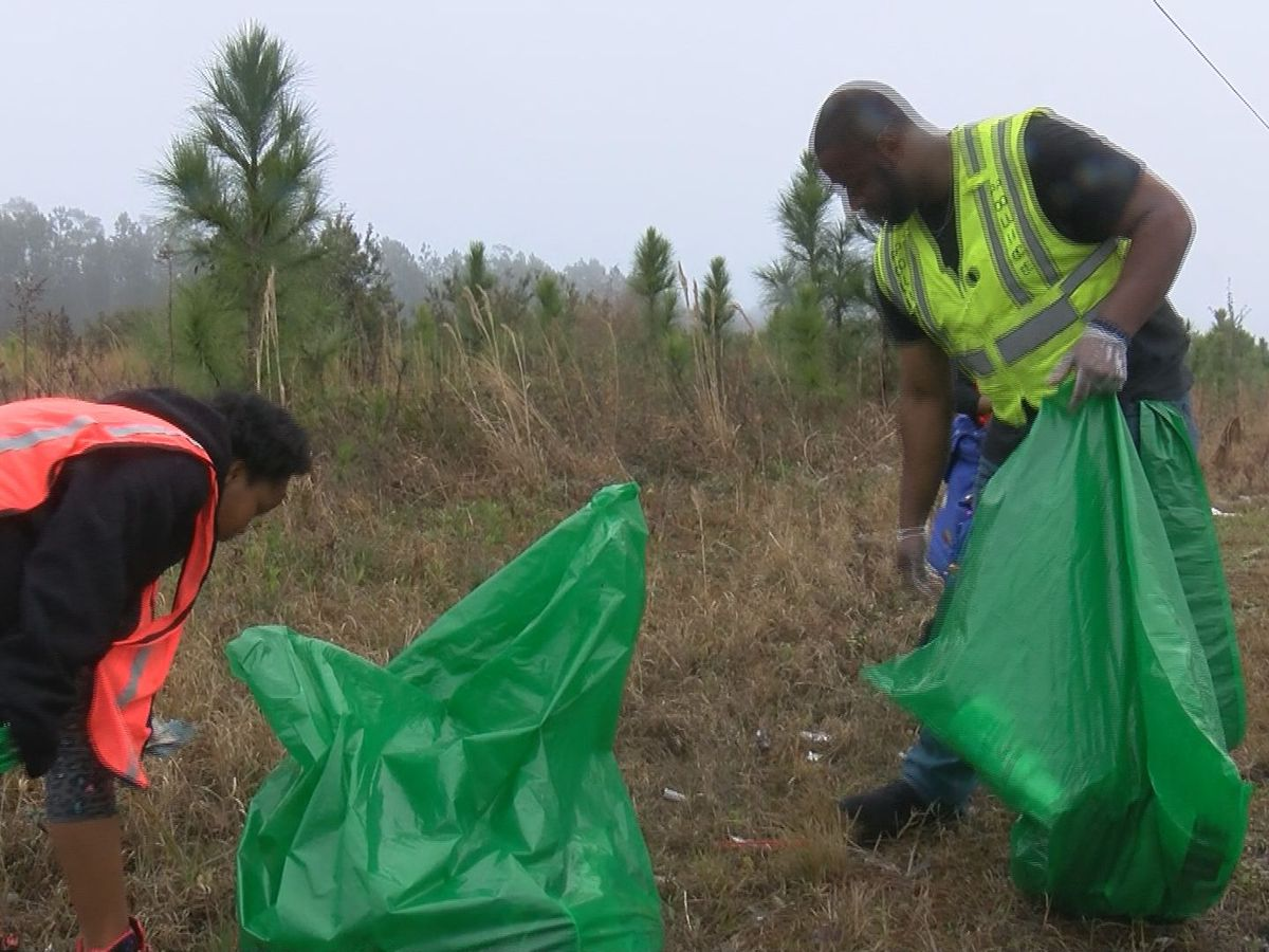 Community joins clean up effort in Gulfport neighborhood