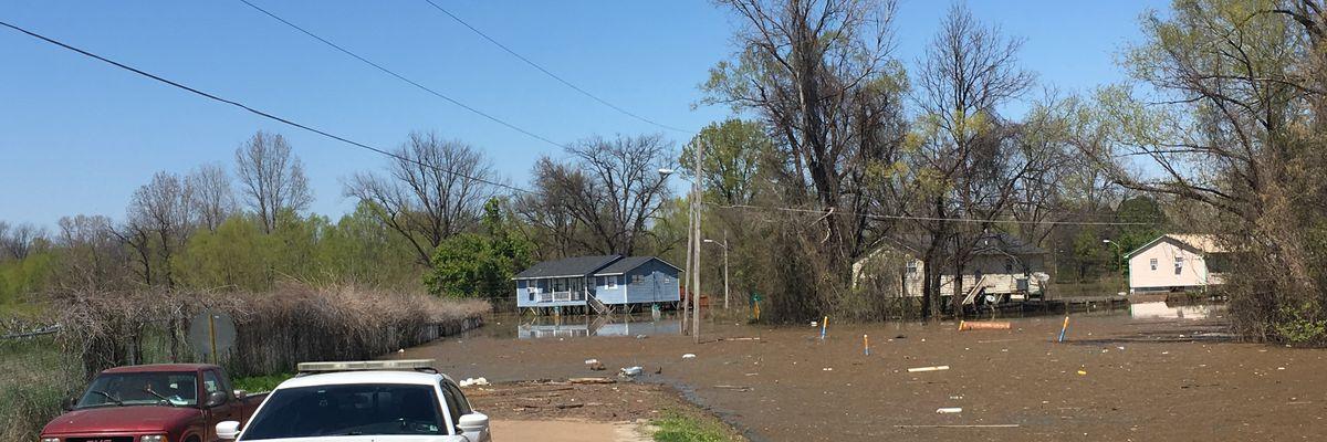 Government agencies brief Vicksburg mayor on flood status and future impact