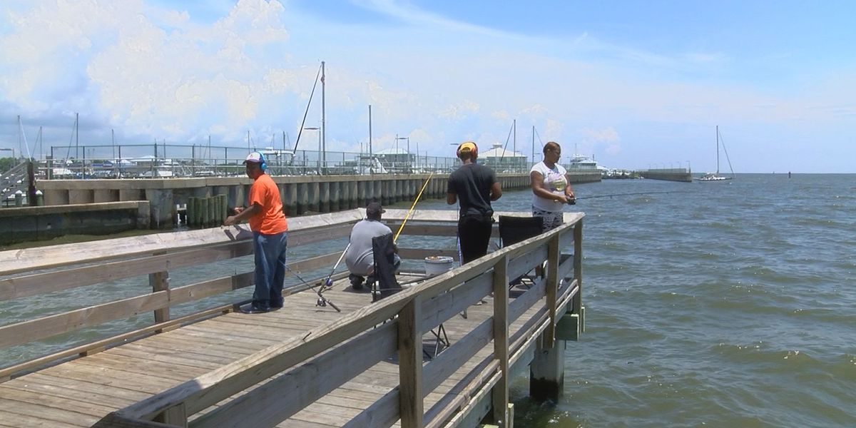 Out-of-town fishermen taking a chance despite the toxic algae