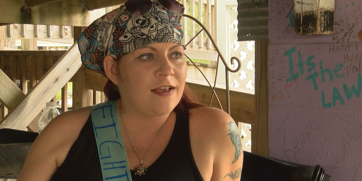 Friends rally around woman awaiting liver transplant
