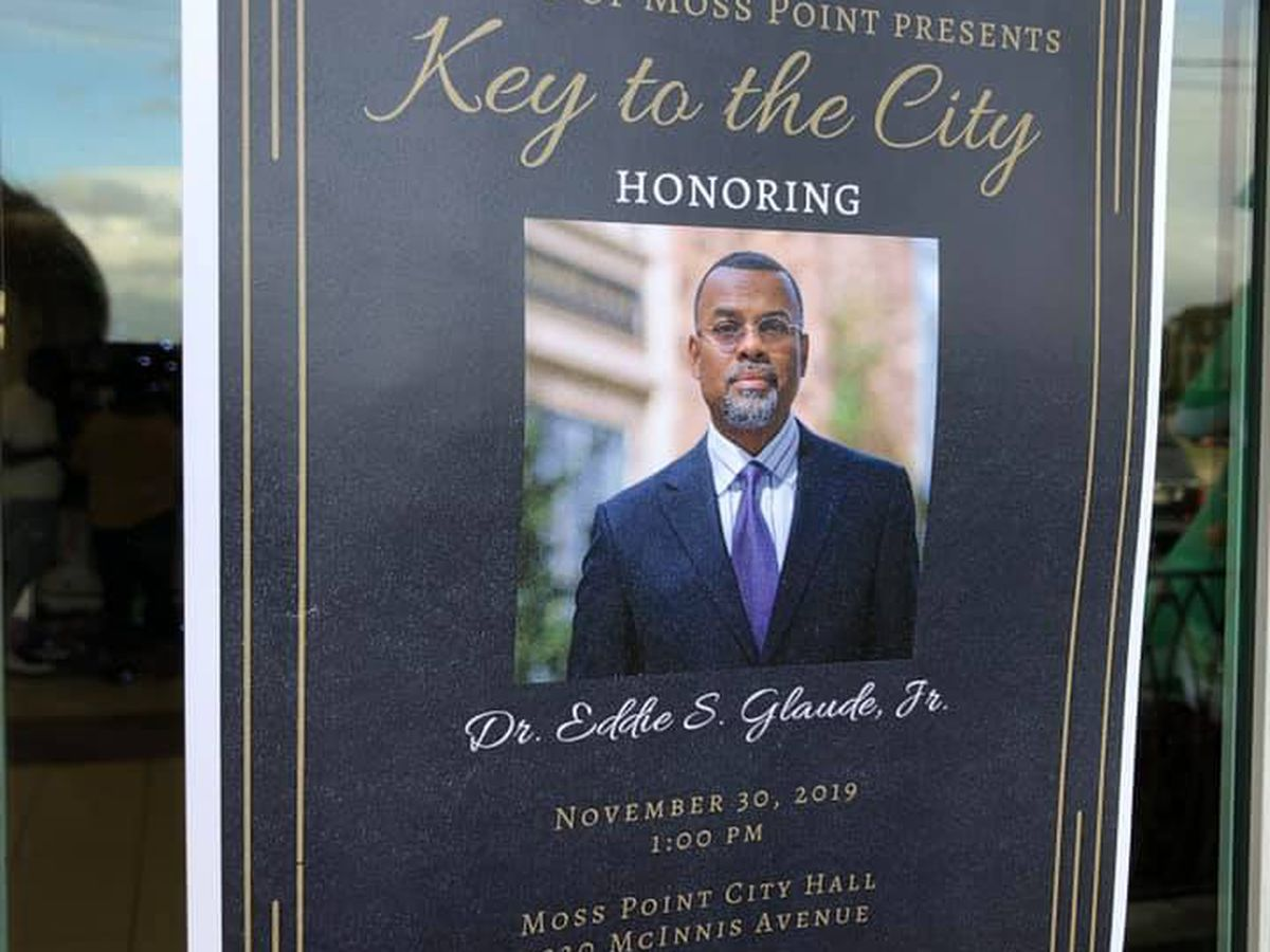 Moss Point native Dr. Eddie S. Glaude, Jr. receives key to the city