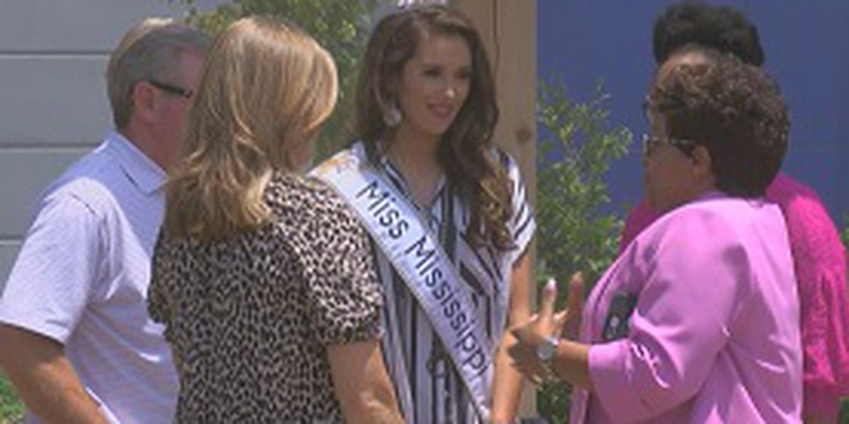 Miss Mississippi meets a donor family and transplant recipient at MORA
