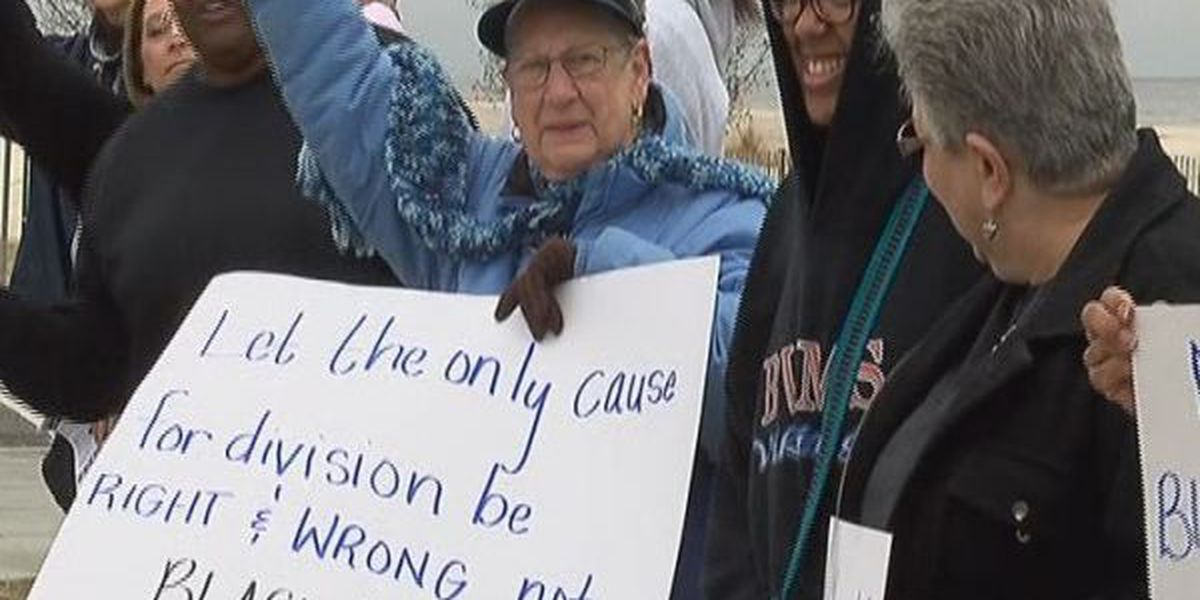 Dozens link up across the Coast to promote peace
