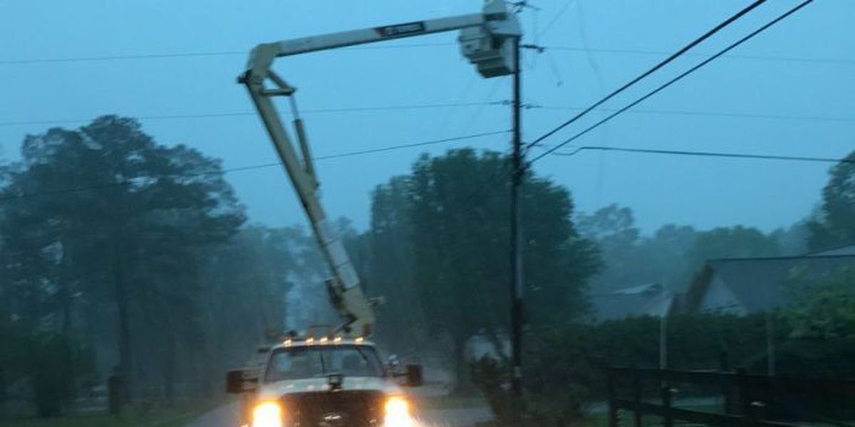 Scattered power outages across South Mississippi