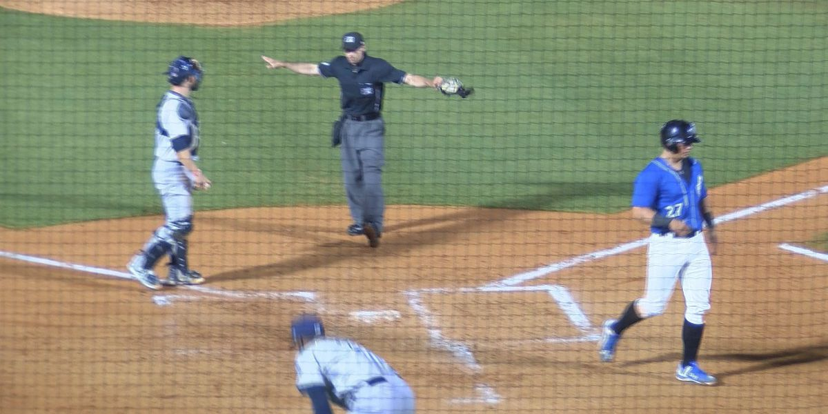 Shuckers bounce back from Monday loss to beat Wahoos 5-2