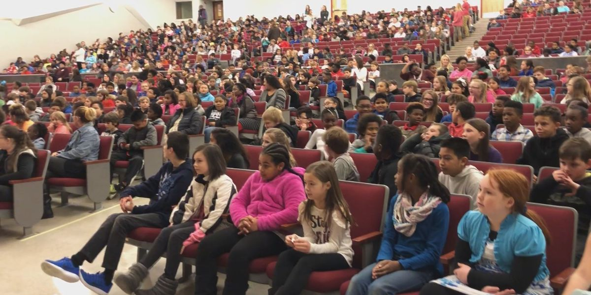 Biloxi Upper Elementary students taking part in kindness challenge