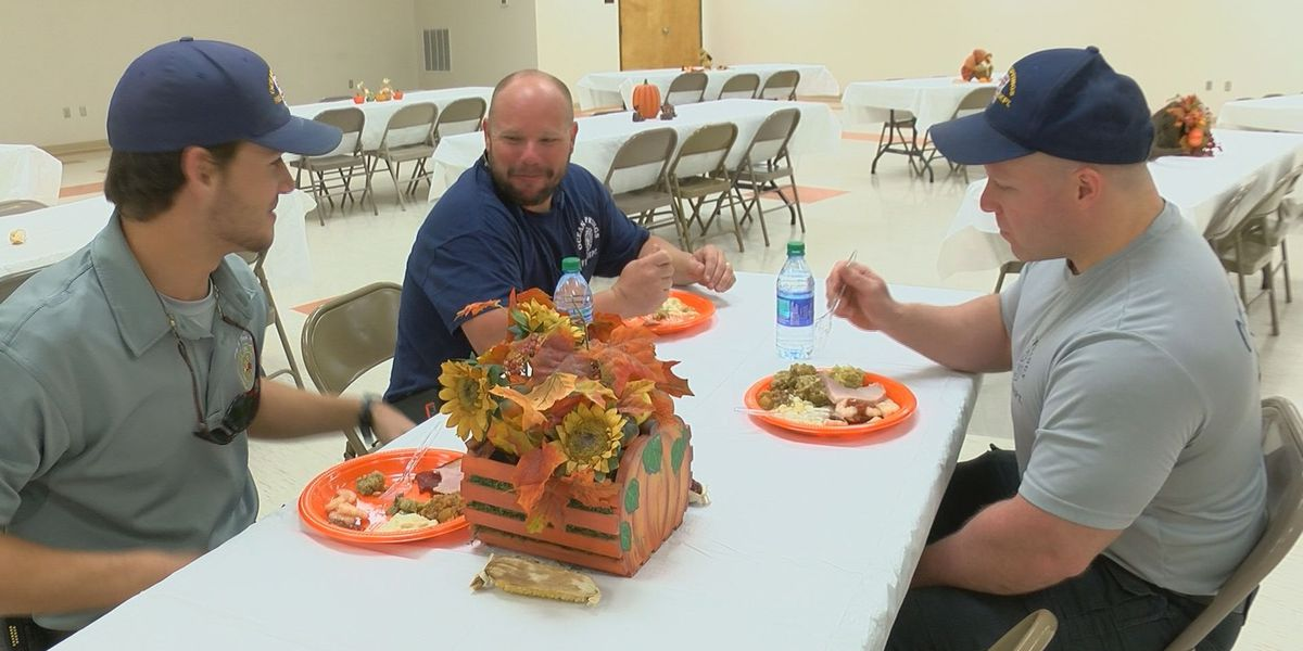 Ocean Springs couple continues Thanksgiving tradition of feeding first responders