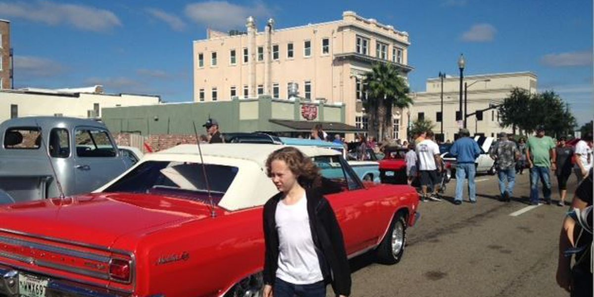 Crowds Cruise on in to downtown Gulfport