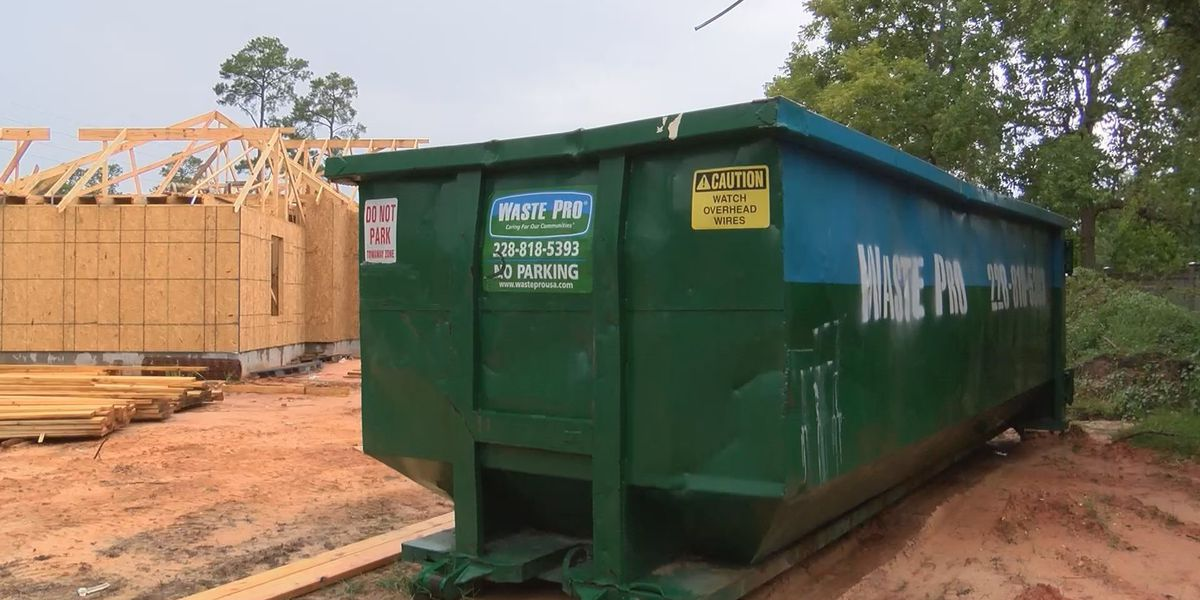 Gulfport residents weigh in on possible new trash contract