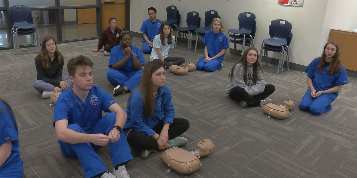 Gulfport High School students 'Stayin Alive' with hands-on CPR training