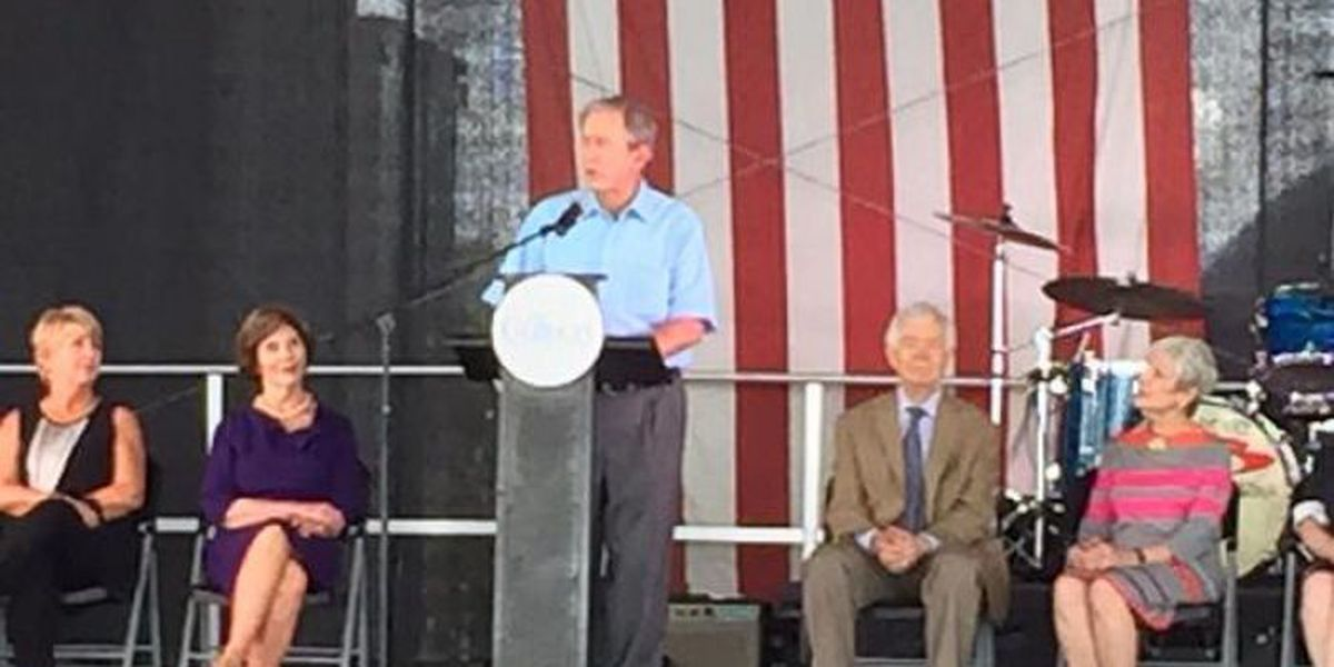 President Bush salutes Mississippi and its first responders