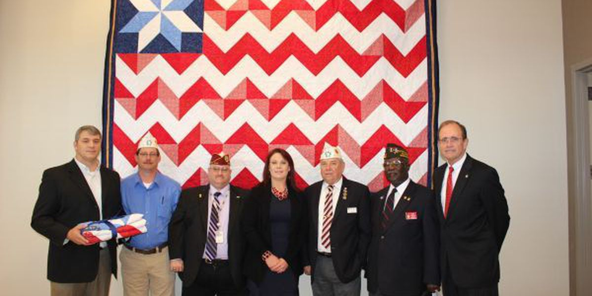 Mississippian and Iraq War Veteran gives Flag Quilt to Secretary of State