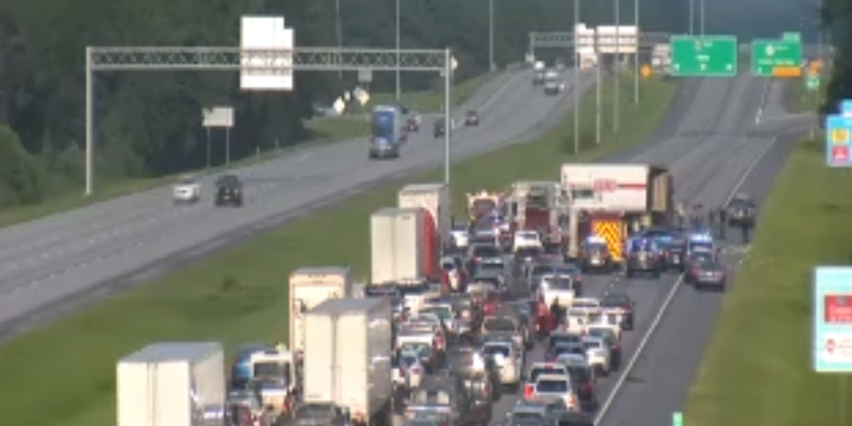 Crash blocking all eastbound lanes of 1-10 near Ocean Springs exit