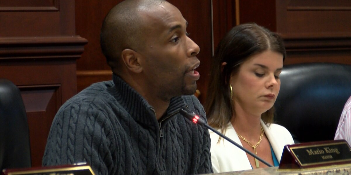 Moss Point mayor's salary up for debate