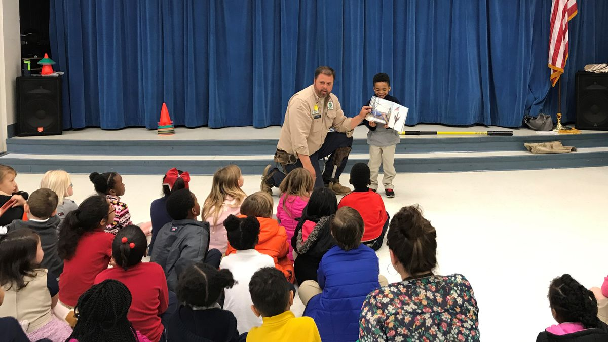 Singing River Electric linemen read to students, donate books