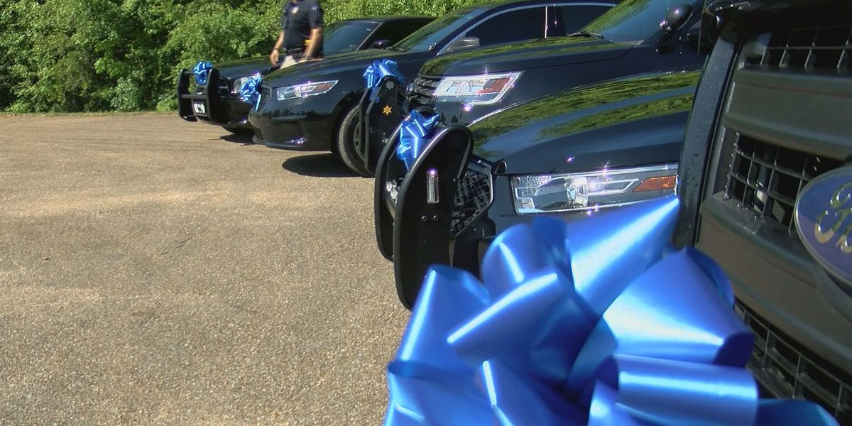 Stone County sheriffs don ribbons for Child Abuse Prevention Month