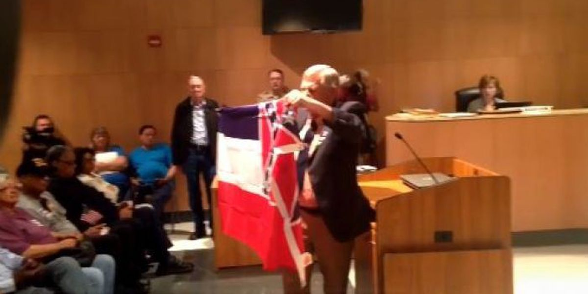 Jackson Co. supervisors vote 4-1 to keep state flag