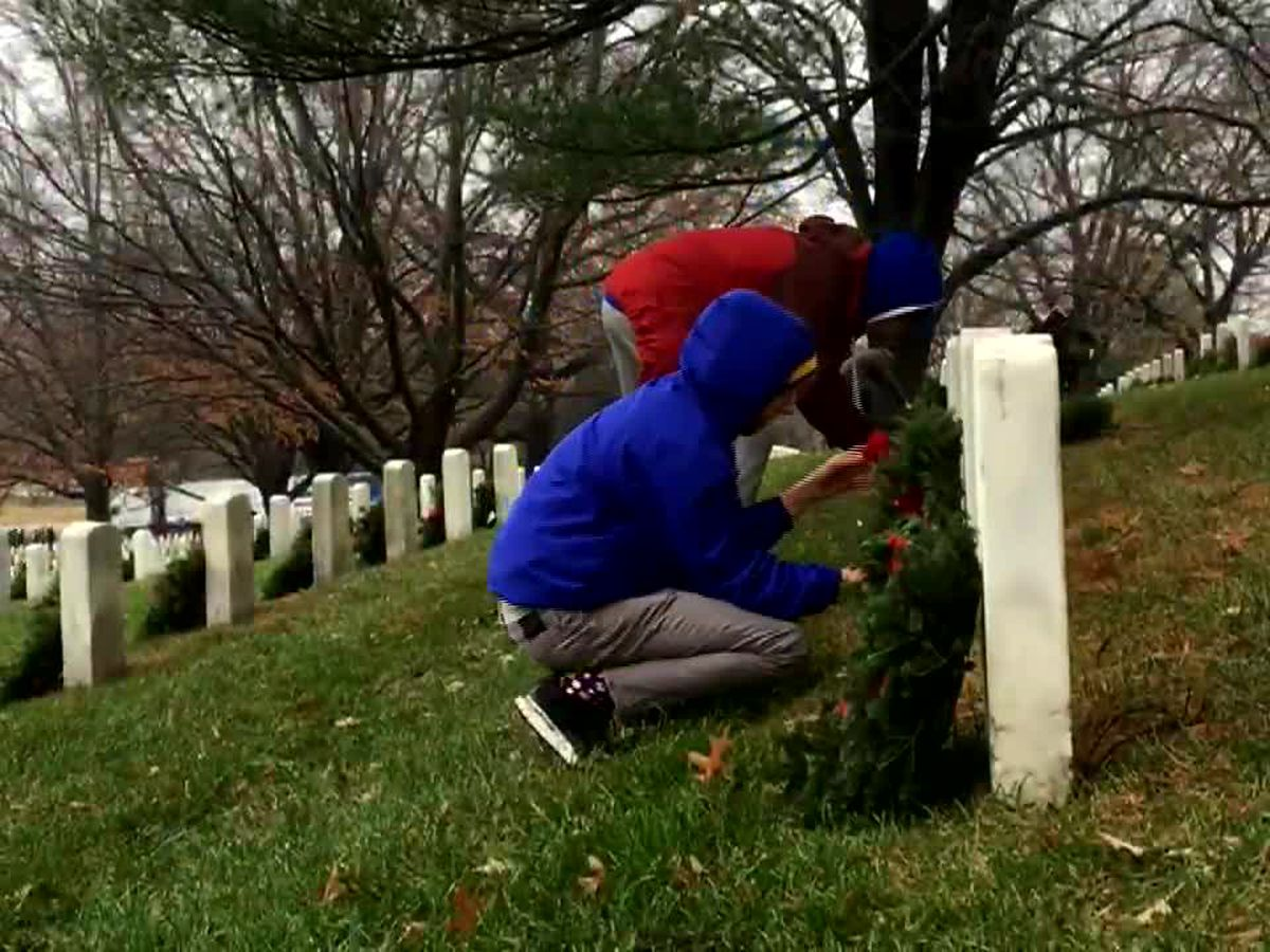 Thousands of wreaths laid at Arlington National Cemetery