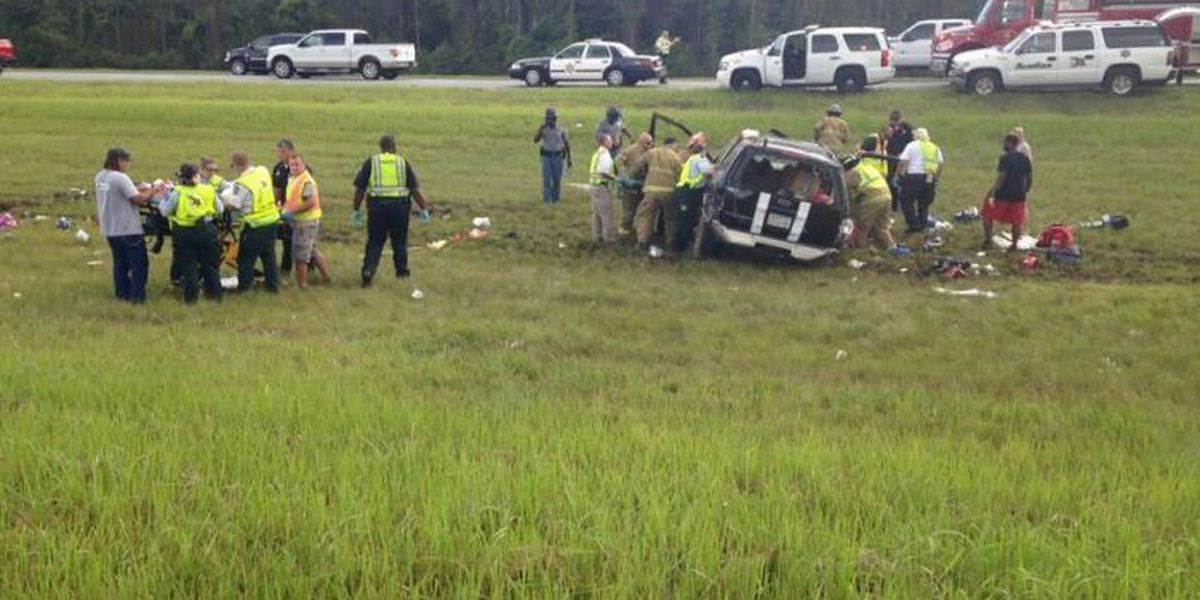 2 adults, 3 children injured in I-10 rollover crash