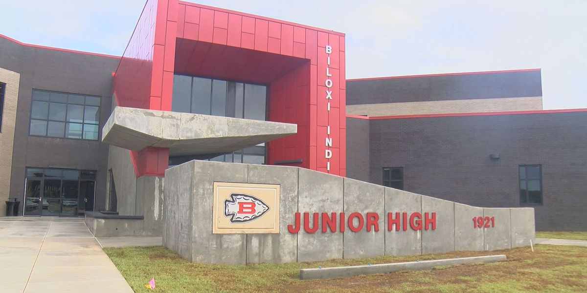 Wet weather doesn't dampen first day at new Biloxi Junior High