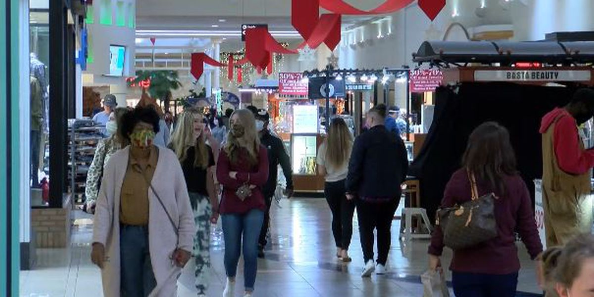 Last-minute shoppers out looking for last-minute deals as Christmas approaches