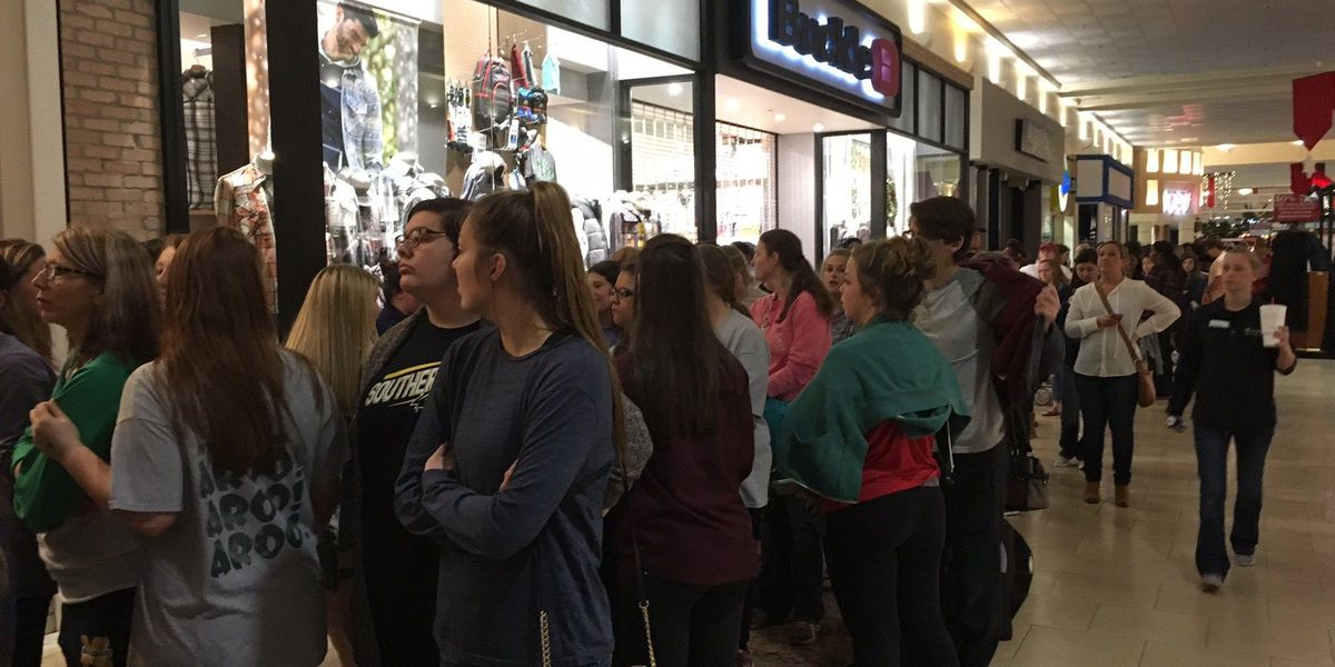Crowds swarm Edgewater Mall for Black Friday sales