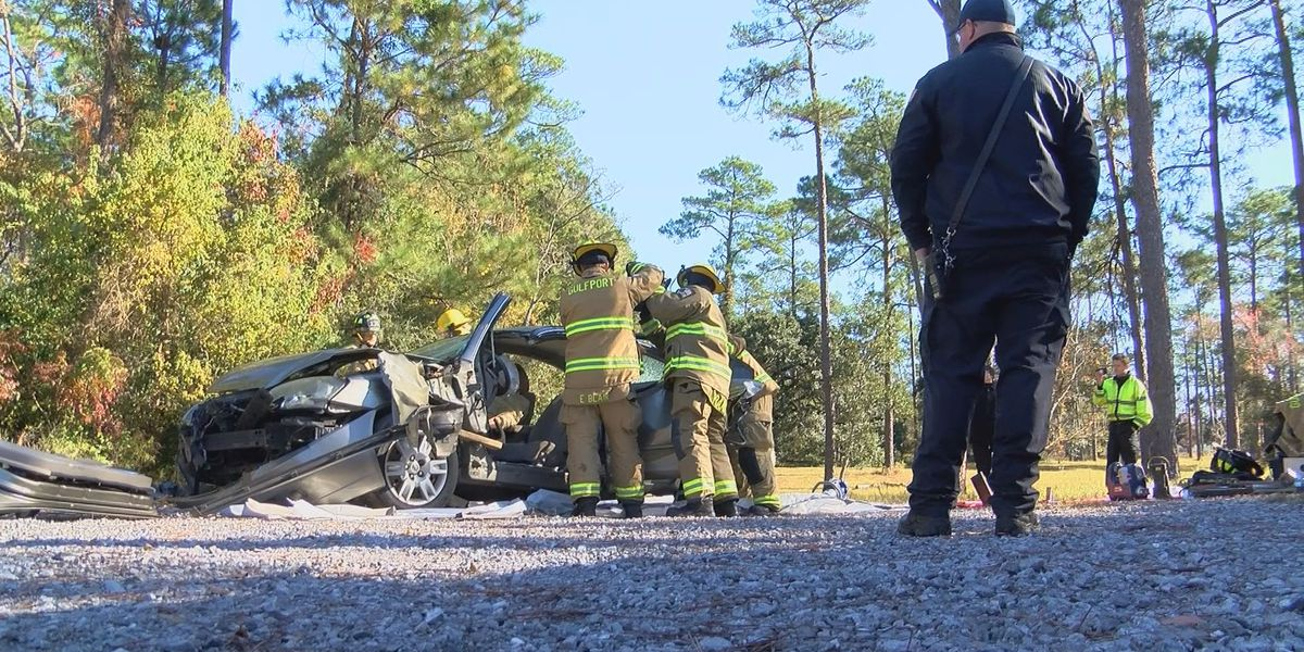 Extrication demo gives MGCCC EMT students hands-on experience