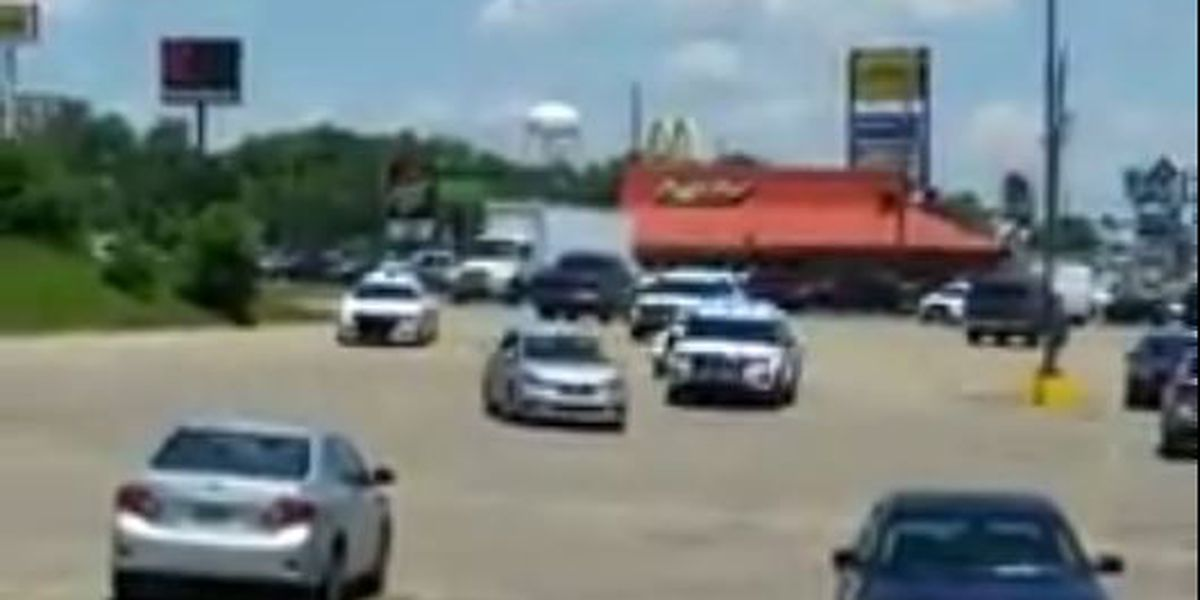 VIDEO: One suspect in custody after police chase ends in Gulfport