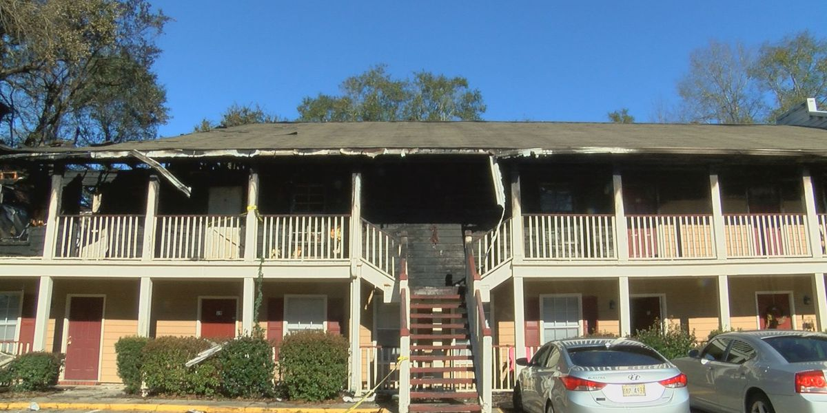 Woman rescued after fire breaks out at Gulfport apartment complex