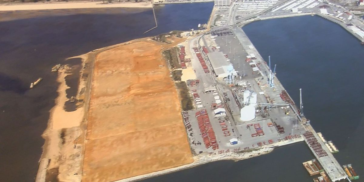 One hundred more jobs and a deeper port promised by Gov. Phil Bryant