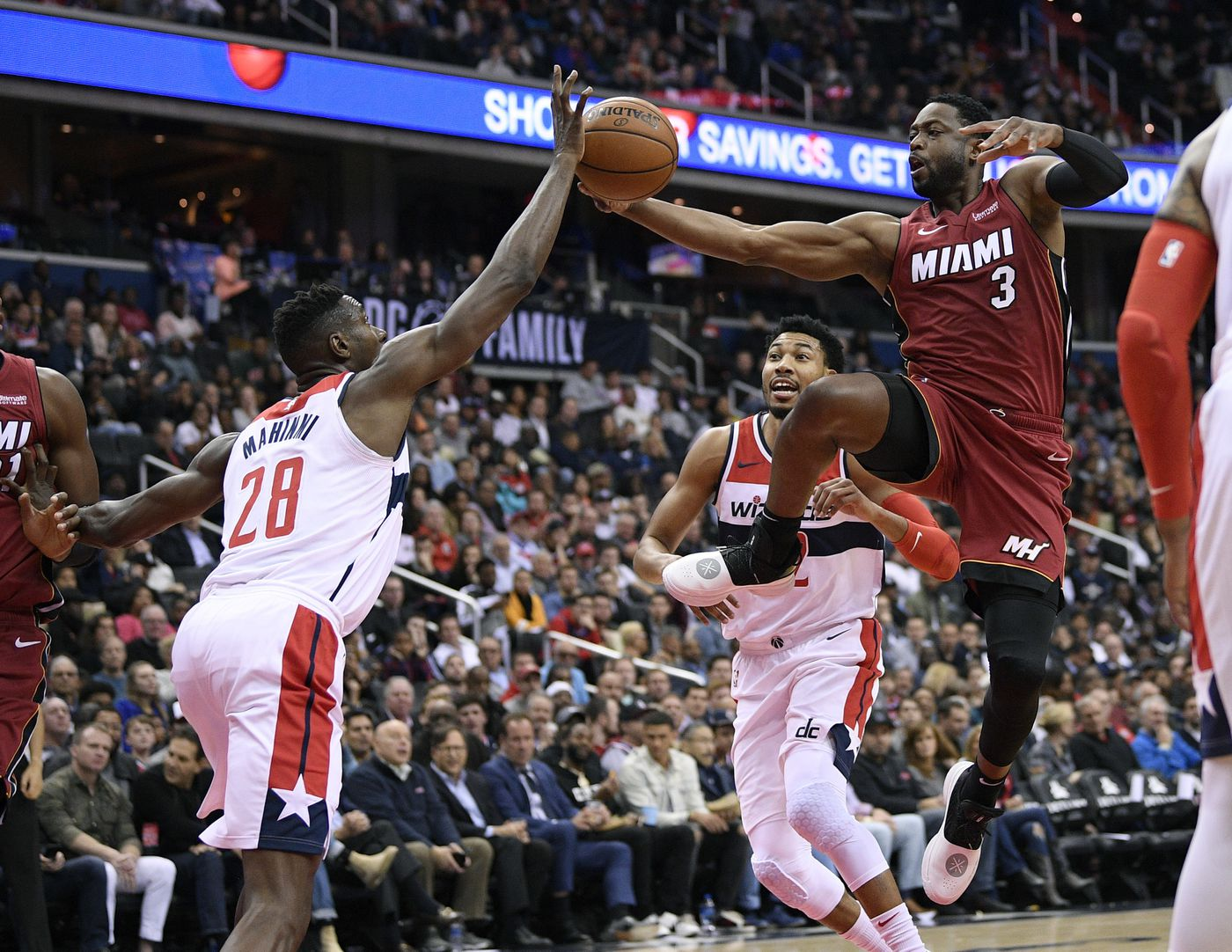 Olynyk S Putback Off Wade S Miss Lifts Heat Past Wiz 113 112