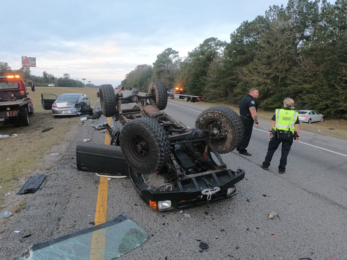 Four vehicles collide, truck overturns after accident on I-10 in Harrison County